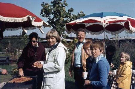 Schon kurz nach dem Krieg wurden die Aktivitäten der Siedlergemeinschaft neben Düngerbestellungen und Materialbeschaffung auf gesellige Veranstaltungen ausgedehnt...  (Serengetipark 1980)