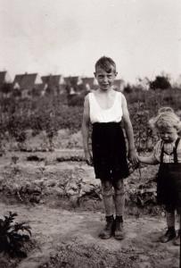 Die Kinder von vorgestern wurden die Eltern von gestern und sind die Grosseltern von heute... (Hiller 1942)